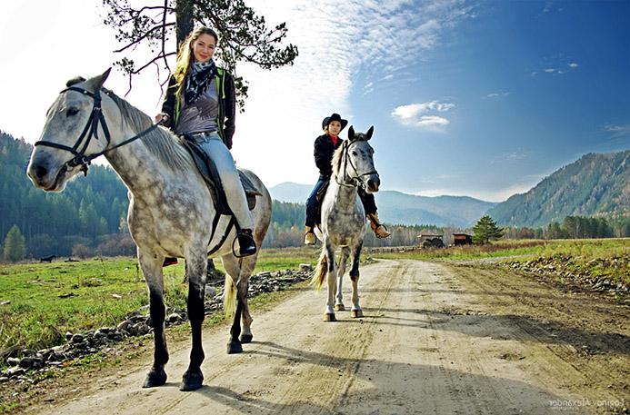 прогулка на лошадях в Италии Моте Бальдо