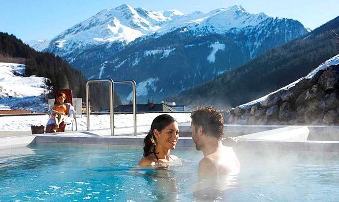 термальные источники в Италии зимой в горах