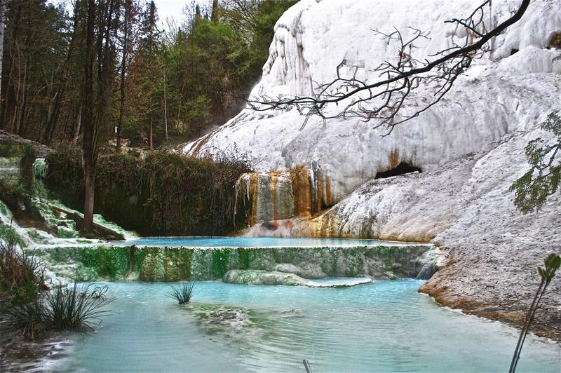 бесплатные дикие термальные источники в Тоскане в Италии