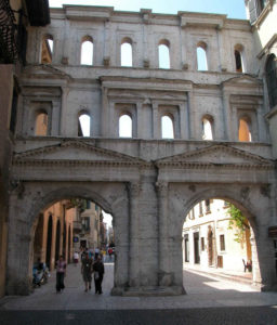 Памятник древнеримской архитектуры в Вероне.