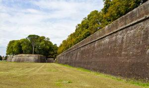 Часть крепостных стен Лукки