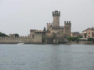 Замок Скалигеров со стороны озера.