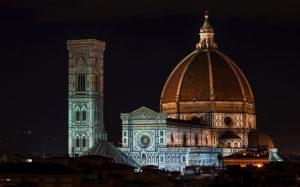 Флорентийский собор и кампанила Джотто ночью.